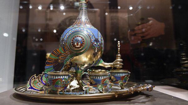 Набор для вина, фирма И. П. Хлебникова, на выставке Фаберже и придворные ювелиры