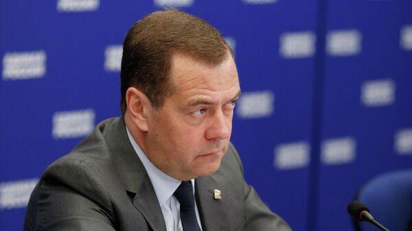 Председатель правительства РФ, председатель партии Единая Россия Дмитрий Медведев во время встречи с представителями правозащитного сообщества