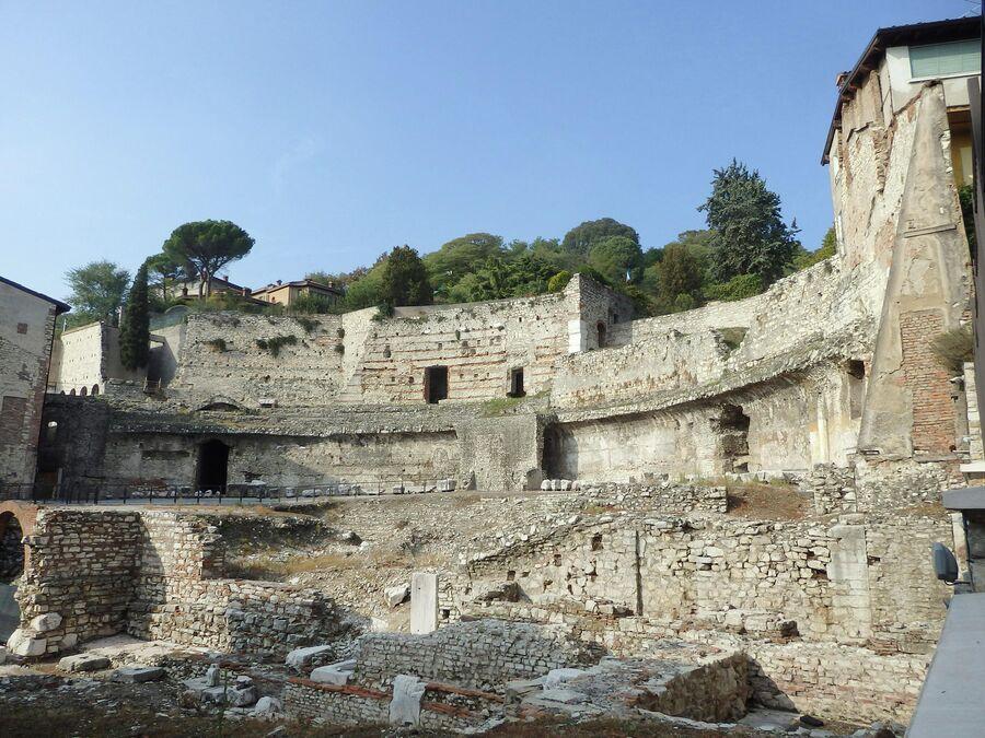 Археологическая зона, театр