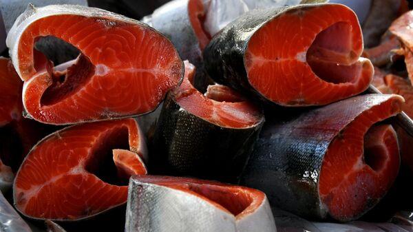 Продажа рыбы на продовольственной ярмарке