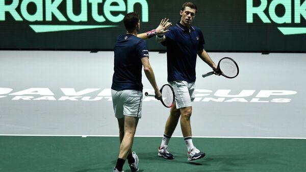 Теннисисты сборной Великобритании Нил Скупски и Джейми Маррей