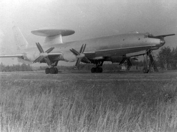 Ту-126 на аэродроме Зокняй