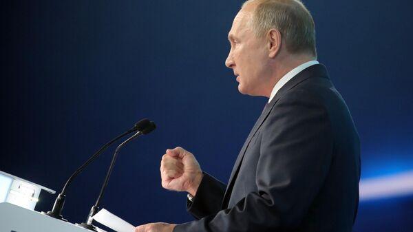Президент РФ В. Путин и премьер-министр РФ Д. Медведев приняли участие в съезде партии Единая Россия