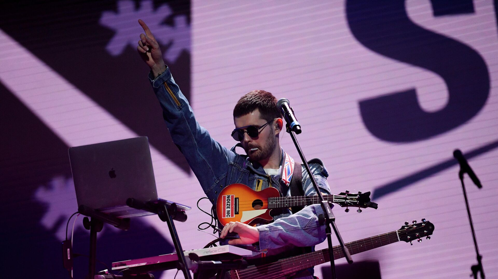 Рэпер Noize MC выступают на концерте-поединке Red Bull SoundClash в спортивном комплексе ЦСКА-Арена в Москве - РИА Новости, 1920, 10.06.2021