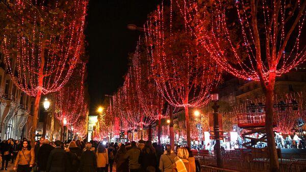 Церемония включения рождественской иллюминации прошла в воскресенье на Елисейских полях в Париже