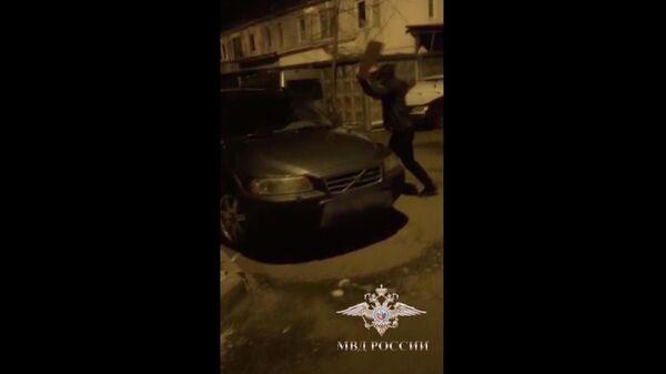 Сотрудниками полиции МВД Москве по подозрению в умышленном повреждении автомобилей иностранного производства задержаны трое мужчин