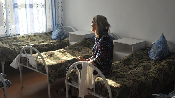 Пациентка в больничной палате психосоматического отделения Тамбовской областной психиатрической больницы