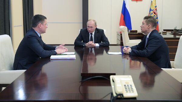 Президент РФ Владимир Путин, министр энергетики РФ Александр Новак и председатель правления компании Газпром Алексей Миллер во время встречи