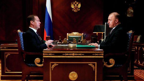 Председатель правительства Российской Федерации Дмитрий Медведев и глава Республики Адыгея Мурат Кумпилов  во время встречи. 26 ноября 2019