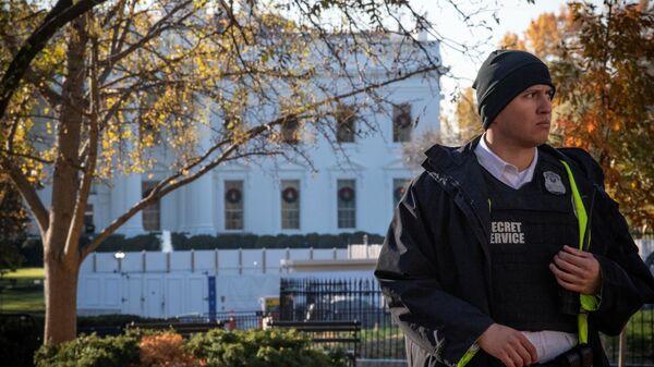 Офицер секретной службы у Белого дома в Вашингтоне. 26 ноября 2019