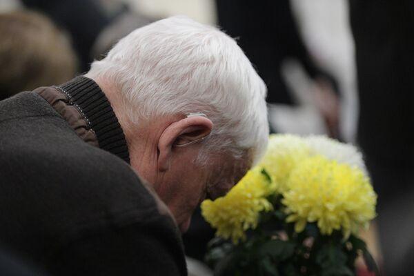 Мужчина на церемонии прощания с президентом СПбГУ, почетным президентом Российской академии образования Людмилой Вербицкой, умершей 24 ноября 2019 года в Санкт-Петербурге на 84-м году жизни