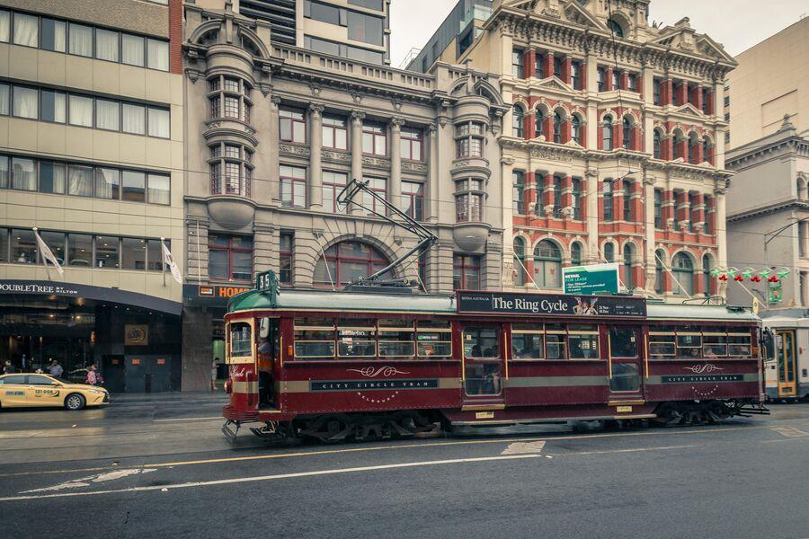 Трамвай на улице Мельбурна