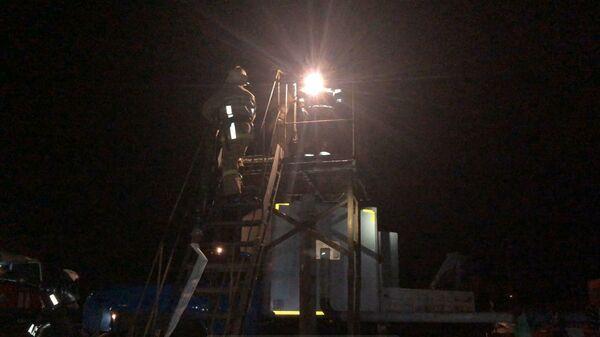 Сотрудники МЧС во время ликвидации пожара на шахте Яреганефть