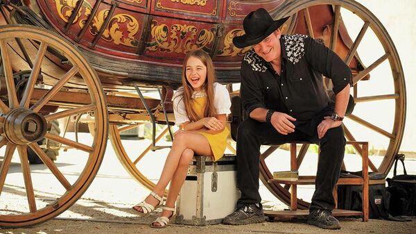 Актеры Джулия Баттерз и Квентин Тарантино на съемках фильма Однажды в Голливуде...