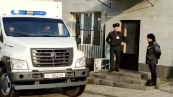 Бывший президент Киргизии Алмазбека Атамбаева  доставлен в здание суда
