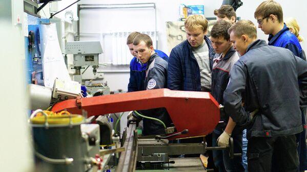 Студенты Института опережающих технологий Школа Икс ДГТУ подготавливают конструктив для создания машины Голдберга
