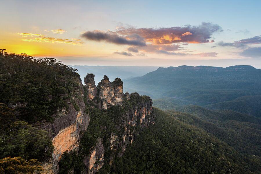 Скальное образование Три сестры в национальном парке Блу-Маунтинс (Голубые горы) в штате Новый Южный Уэльс, Австралия