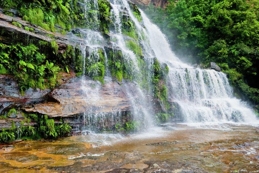 Водопад в национальном парке Блу-Маунтинс (Голубые горы)