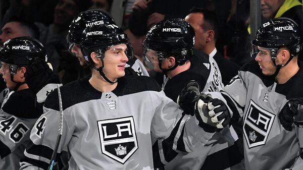 Хоккеисты Лос-Анджелеса. На первом плане - Николай Прохоркин