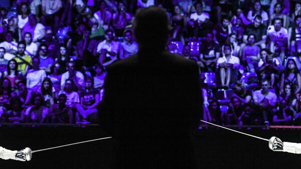 Сергей Бида (Россия) в поединке против Гергея Шиклоши (Венгрия) в индивидуальных соревнованиях на шпагах среди мужчин на чемпионате мира по фехтованию