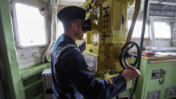 Экипаж ракетного крейсера Маршал Устинов на военно-морских учениях