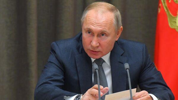 Президент РФ Владимир Путин проводит совещание по вопросам военного строительства и развития военно-промышленного комплекса
