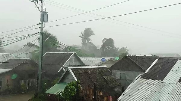 Действие тайфуна в городе Гамай провинции Северный Самар на Филиппинах