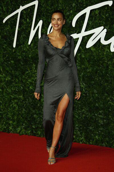 Модель Ирина Шейк на церемонии вручения премии British Fashion Awards 2019
