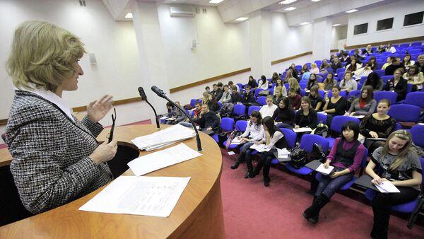Преподаватель и студенты