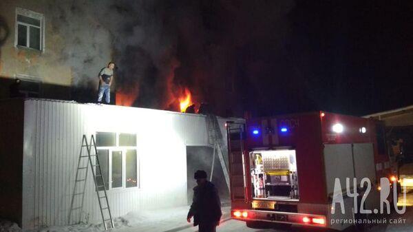 Пожар в мебельном цехе в Кемерово