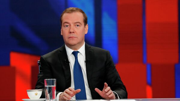 Председатель правительства РФ Дмитрий Медведев во время интервью российским телеканалам