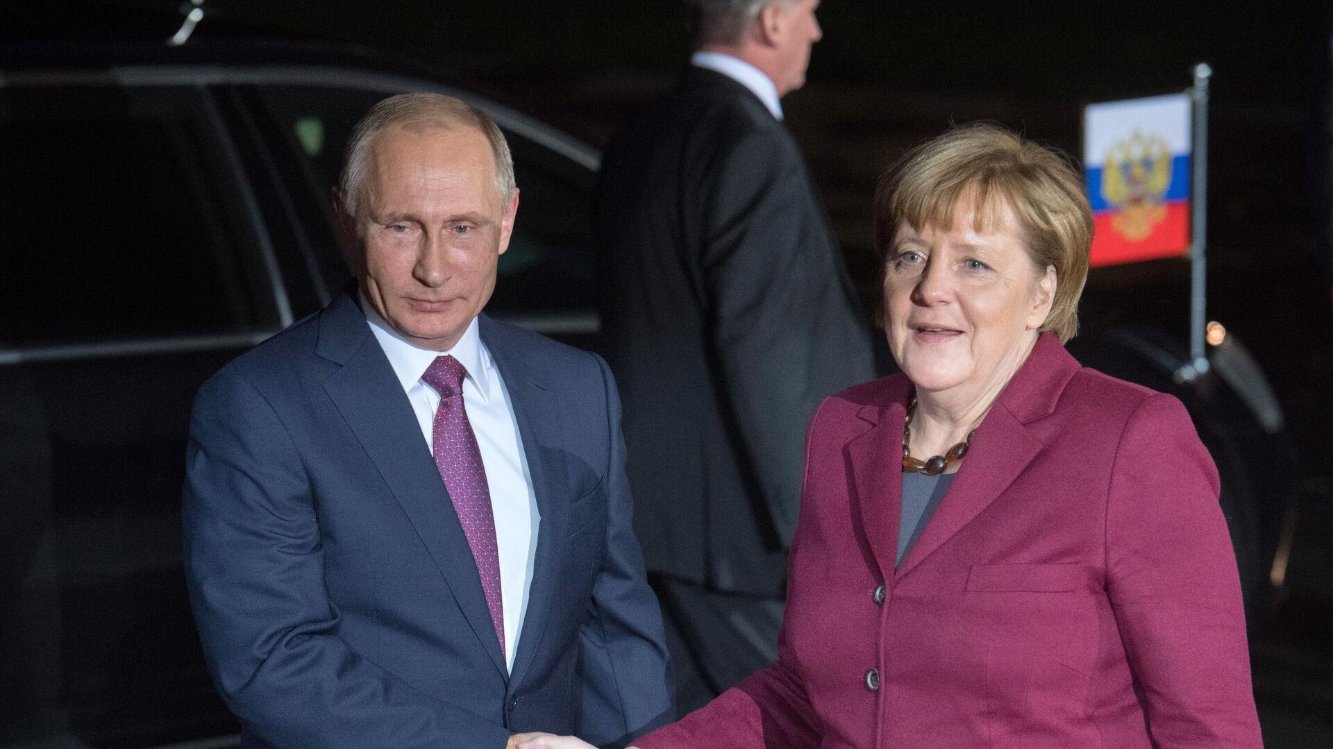 Президент РФ Владимир Путин и канцлер Германии Ангела Меркель перед началом переговоров лидеров стран нормандской четверки в Берлине - РИА Новости, 1920, 11.01.2020