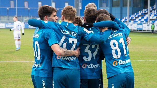 Футболисты молодежной команды Зенит