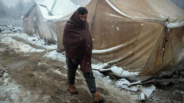 Мужчина в лагере мигрантов Вучьяк, Босния
