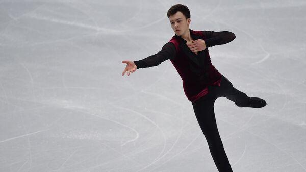 Дмитрий Алиев выступает в короткой программе мужского одиночного катания в финале Гран-при