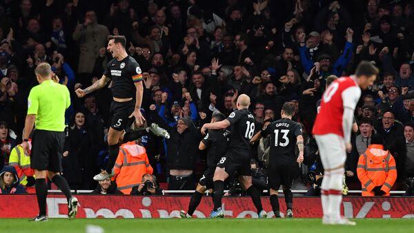 Футболисты Брайтона радуются забитому голу