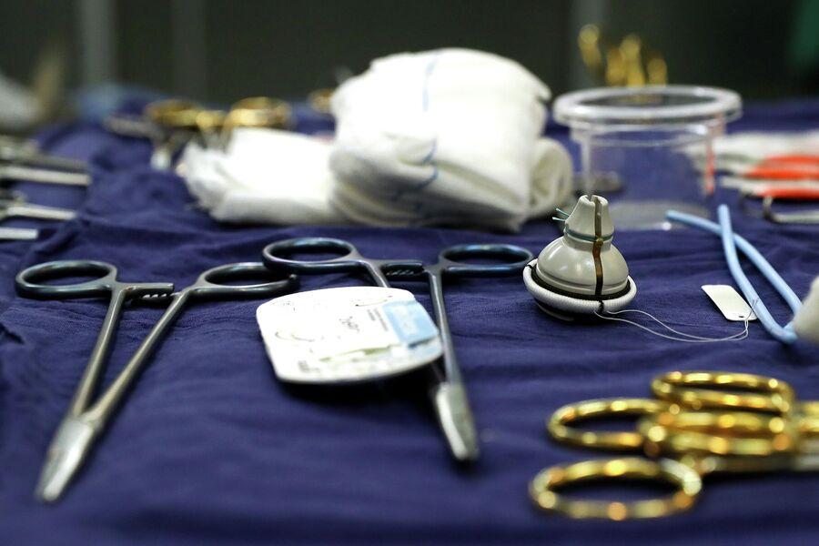 Хирургические инструменты перед операцией