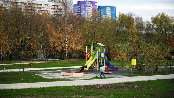 Дети играют на площадке в Капотне