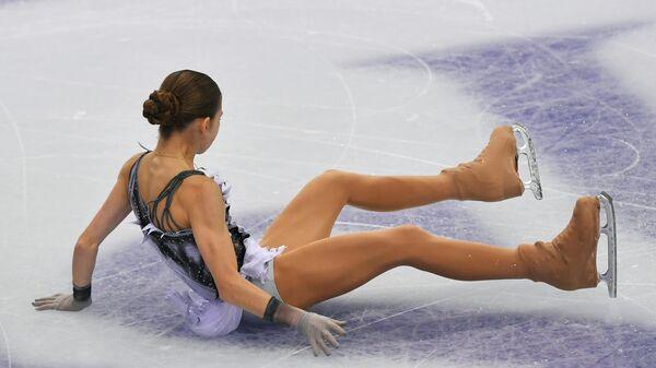 Александра Трусова выступает в короткой программе женского одиночного катания в финале Гран-при