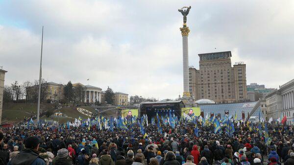 Участники акции под лозунгом Красные линии для Зе в Киеве, Украина. 8 декабря 2019