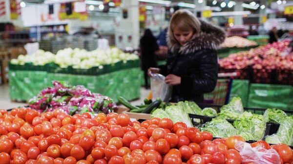 Покупатели в одном из гипермаркетов