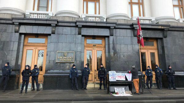 Полиция у здания офиса президента Украины в Киеве