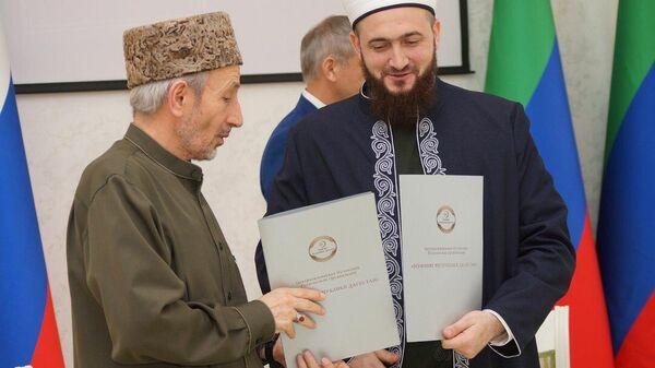 Подписание договора о сотрудничестве между главами муфтиятов Татарстана и Дагестана. Махачкала. 8 дек 2019