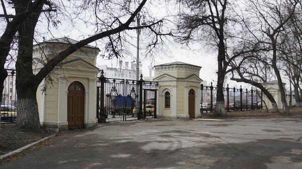 Ограда воспитательного дома в Китайгородском проезде Москвы