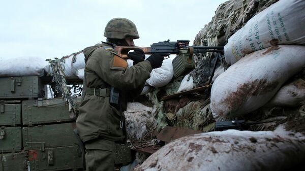 Украинский военный на боевой позиции в Донецкой области