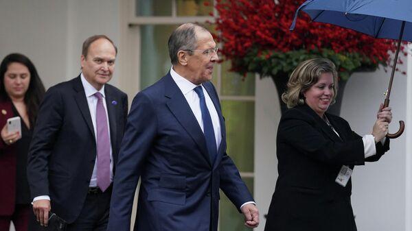Министр иностранных дел России Сергей Лавров покидает Белый дом после встречи с президентом США Дональдом Трампом в Вашингтоне. 10 декабря 2019