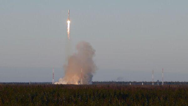 Пуск ракеты-носителя среднего класса Союз-2.1б с космодрома Плесецк