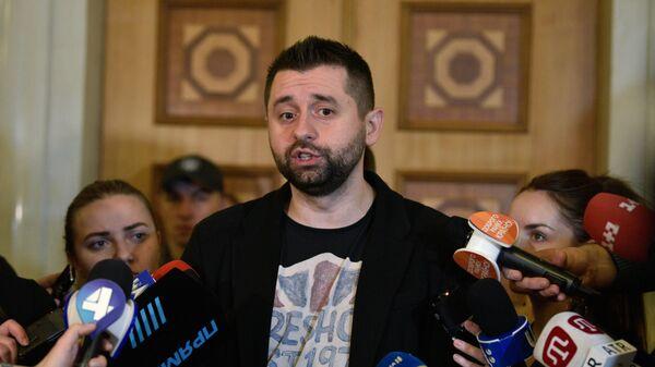 Глава фракции Слуга народа Давид Арахамия перед заседанием Верховной рады Украины в Киеве