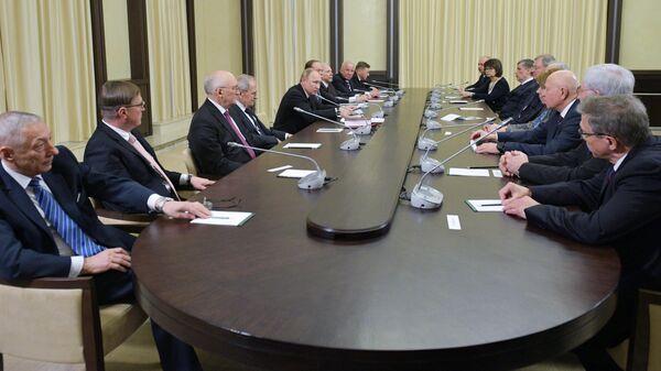Президент России Владимир Путин во время традиционной встречи с судьями Конституционного Суда, приуроченной ко Дню Конституции России