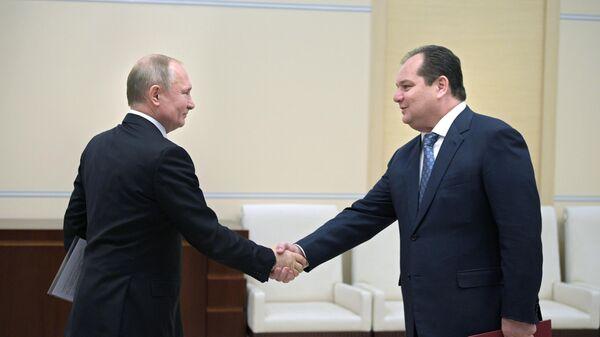 Президент РФ Владимир Путин и Ростислав Гольдштейн во время встречи